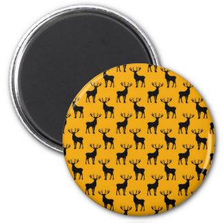 Modelo de los ciervos del macho en amarillo brilla imán redondo 5 cm