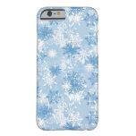 Modelo de los copos de nieve del invierno en azul funda de iPhone 6 barely there
