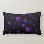 Modelo de los corazones del amor en negro y púrpur almohadas