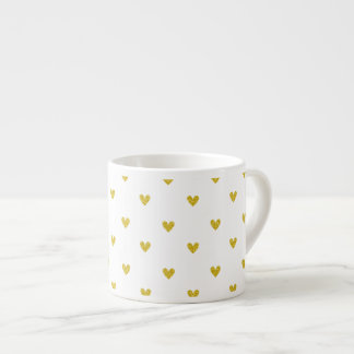 Modelo de los corazones del brillo del oro taza espresso