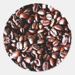 Modelo de los granos de café - carne asada oscura etiqueta redonda