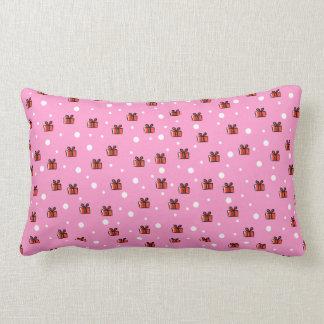 Modelo de los paquetes del navidad en rojo y rosa almohadas