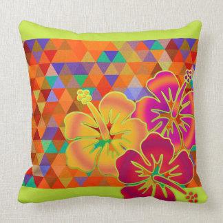 Modelo de los TRIÁNGULOS - coloreado + floraciones Cojines