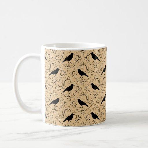Modelo de lujo con los cuervos. Negro y beige Tazas De Café