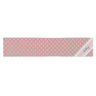 Modelo de lunar rosado coralino del verde del áloe camino de mesa corto