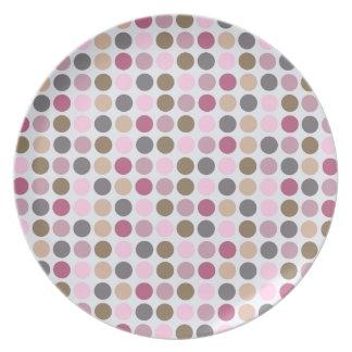 Modelo de lunar rosado poner crema color de rosa d plato de cena