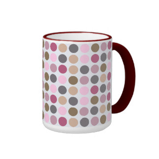 Modelo de lunar rosado poner crema color de rosa taza de dos colores