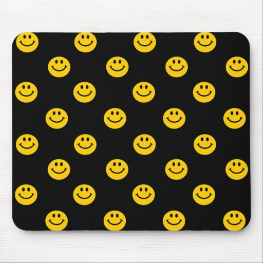 Modelo de lunar sonriente amarillo mouse pads