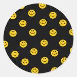 Modelo de lunar sonriente amarillo pegatina redonda
