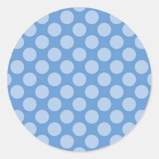 Modelo de lunares azul femenino fresco en los pegatina redonda