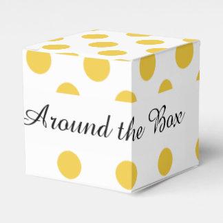 Modelo de lunares blanco amarillo caja para regalos