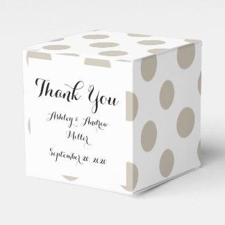 Modelo de lunares blanco beige caja para regalos