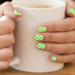 Modelo de lunares blanco de la verde lima moderna arte para uñas