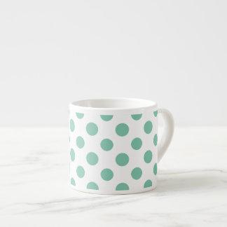 Modelo de lunares blanco de la verde menta taza espresso