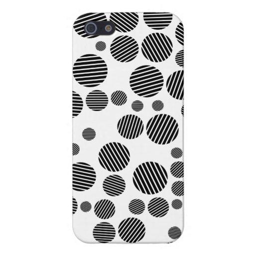 Modelo de lunares blanco y negro clásico iPhone 5 coberturas