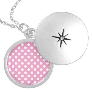Modelo de lunares rosado lindo collar redondo