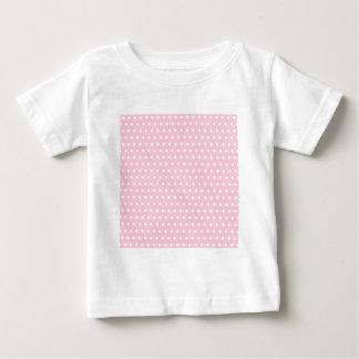 Modelo de lunares rosado y blanco remeras