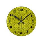 Modelo de madera abstracto amarillo relojes