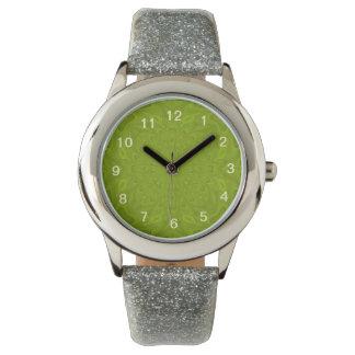Modelo de madera abstracto verde reloj