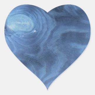 Modelo de madera azul pegatina en forma de corazón