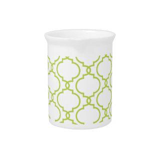 Modelo de moda de la verde lima jarron