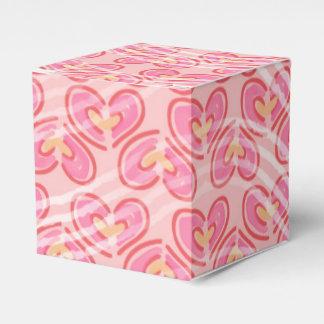 Modelo de moda de los corazones de las rayas cajas para regalos