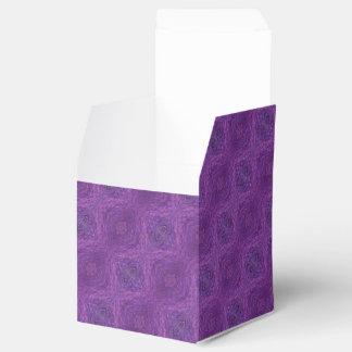 Modelo de moda púrpura cajas para regalos de fiestas