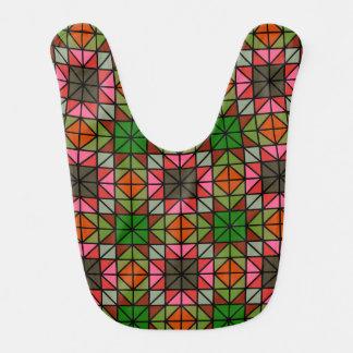 Modelo de mosaico colorido del triángulo baberos para bebé
