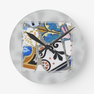 Modelo de mosaico de Gaudi Reloj Redondo Mediano