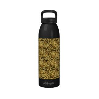 Modelo de nudos espiral céltico de oro brillante botella de agua