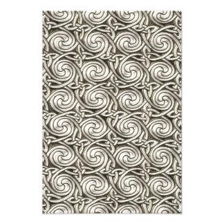 Modelo de nudos espiral céltico de plata brillante fotografías