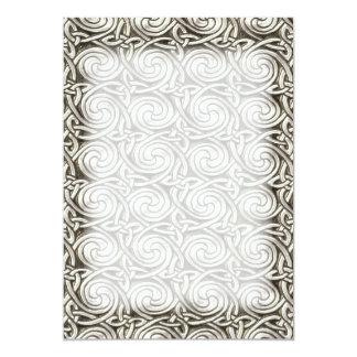 """Modelo de nudos espiral céltico de plata brillante invitación 5"""" x 7"""""""