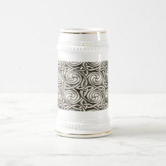 Modelo de nudos espiral céltico de plata brillante jarra de cerveza