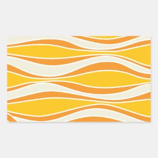 Modelo de onda anaranjado retro 60ies pegatina rectangular