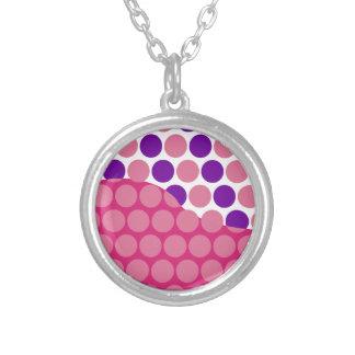 Modelo de onda rosado de la diversión y púrpura gr collares personalizados