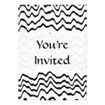 Modelo de ondas blanco y negro invitaciones personalizada