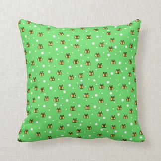 Modelo de paquetes amarillos en verde almohada