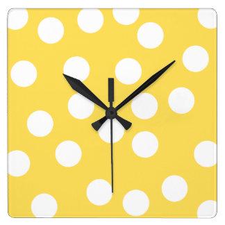 Modelo de punto grande amarillo y blanco reloj cuadrado