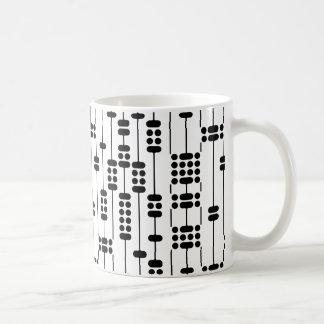 modelo de puntos blanco y negro taza clásica
