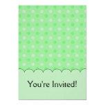 Modelo de puntos verde texturizado invitación 12,7 x 17,8 cm