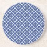 Modelo de Quatrefoil del azul cerúleo y del blanco Posavasos Para Bebidas