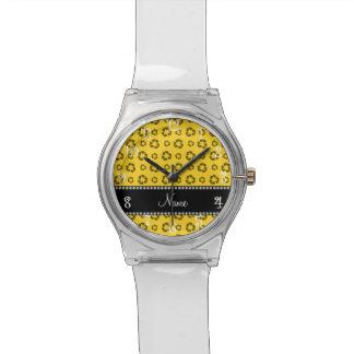 Modelo de reciclaje amarillo conocido relojes