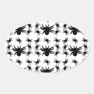 Modelo de rejilla de las arañas de Halloween Pegatina Ovalada