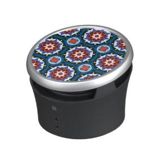 Modelo de Suzani con el ornamento intrépido Altavoz Bluetooth