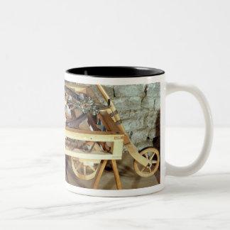 Modelo de un coche conducido por las primaveras tazas de café
