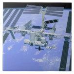 Modelo de una estación espacial internacional azulejo