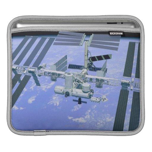 Modelo de una estación espacial internacional fundas para iPads