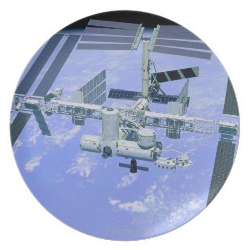Modelo de una estación espacial internacional plato para fiesta