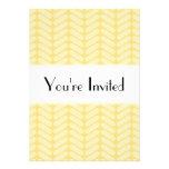 Modelo de zigzag amarillo inspirado haciendo punto invitaciones personalizada