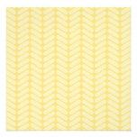 Modelo de zigzag amarillo inspirado haciendo punto invitación